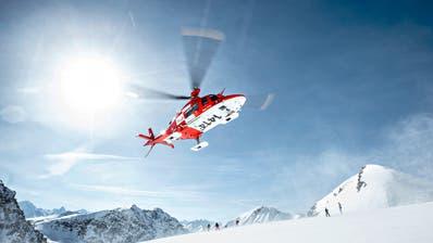 Hilfe aus der Luft: Die Helikopter der Rega waren über den Jahreswechsel ständig im Einsatz. (Rega)