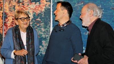 KünstlerRichard Tisserand umrahmt von Tildy Hanhart und Robert Alder vom Kunstverein Diessenhofen. ((Bild: Dieter Ritter))