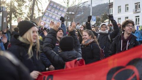 «Ja zu Bildung, Nein zu Staf»: Juso Thurgau sorgen mit Spray- und Absperraktionen in Kreuzlingen für Aufruhr