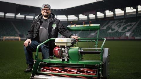 Mitten im Winter ein perfekter Platz für den FC St.Gallen – Ivan Bonderer hütet den Rasen im Kybunpark wie einen Schatz