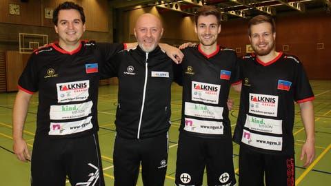 Mathias Inhelder, Trainer Marco Kipfer , Fabian Kramer sowie Remo Tischhauser (von links) werden alles daran setzen, dass die WM-Qualifikation in Lettland eine erfolgreiche Kampagne wird. (Bild: Robert Kucera)