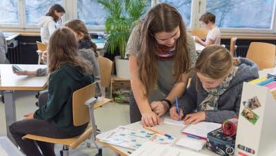 Die Hausaufgaben wurden nicht ersatzlos gestrichen. Neu findet viermal pro Woche eine Lernzeit statt, die von der Lehrperson betreut wird. (Bild: Lisa Jenny)