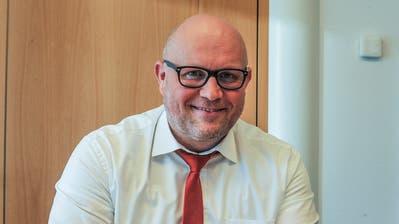 Eric Bischofberger, Leiter der Raiffeisenbank Regio Sirnach, kann sich über ein positives Jahresergebnis 2019 freuen. ((Bild: Olaf Kühne))