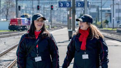 Bahnhofpatinnen und -Paten arbeiten ehrenamtlich. (Bild: pd)