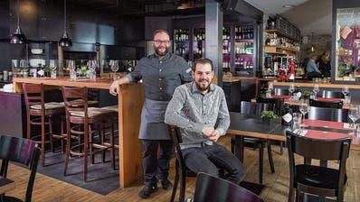 Geschäftsführer Sergio Fässler (rechts im Bild) mit Küchenchef Marco Koller. ((Bild: Urs Bucher))