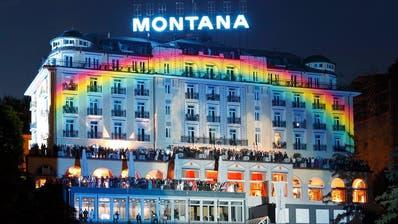 Das Hotel Montana in Luzern präsentierte sich 2010 anlässlich seiner 100-Jahr-Feier im Regenbogen-Gewand. (Bild: Facebook)