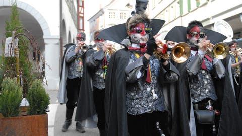Die Städtli Schränzer sind bereit für die vielen Auftritte an der Fasnacht, vor allem dem am Städtli-Monster auf dem Goldenen Boden. (Bild: Christiana Sutter)
