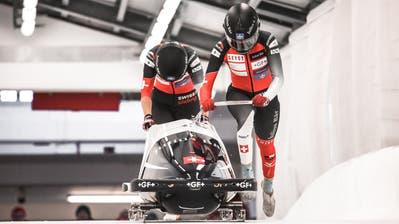 Dank einem zweiten Platz im Europacup konnten sich die Lütisburgerin Jasmin Näf (links) und die Innerschweizerin Melanie Hasler für die Bob-Europa- und -Weltmeisterschaften qualifizieren. Bilder: PD (Bild: PD)