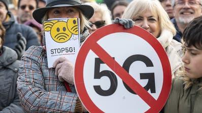 Gegner des 5G-Mobilfunknetzes warnen vor Gefahren für Gesundheit