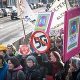 St. Gallen - Nationaler Protesttag gegen die Einführung der neuen Mobilfunktechnologie 5G: Kundgebung in St.Gallen mit Führung zu strahlenden Punkten. (Ralph Ribi)