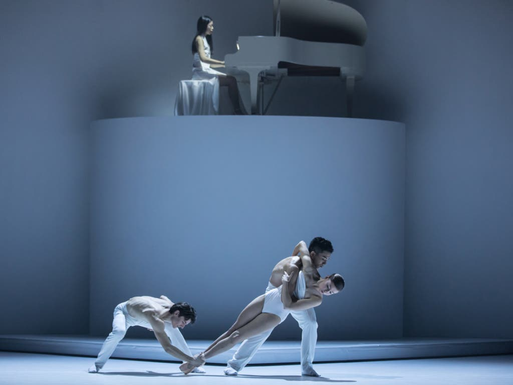 Die kanadische Pianistin Tiffany Butt begleitet den dritten Teil des Tanzstücks «Coal, Ashes an Light» von Kinsun Chan am Theater St. Gallen.