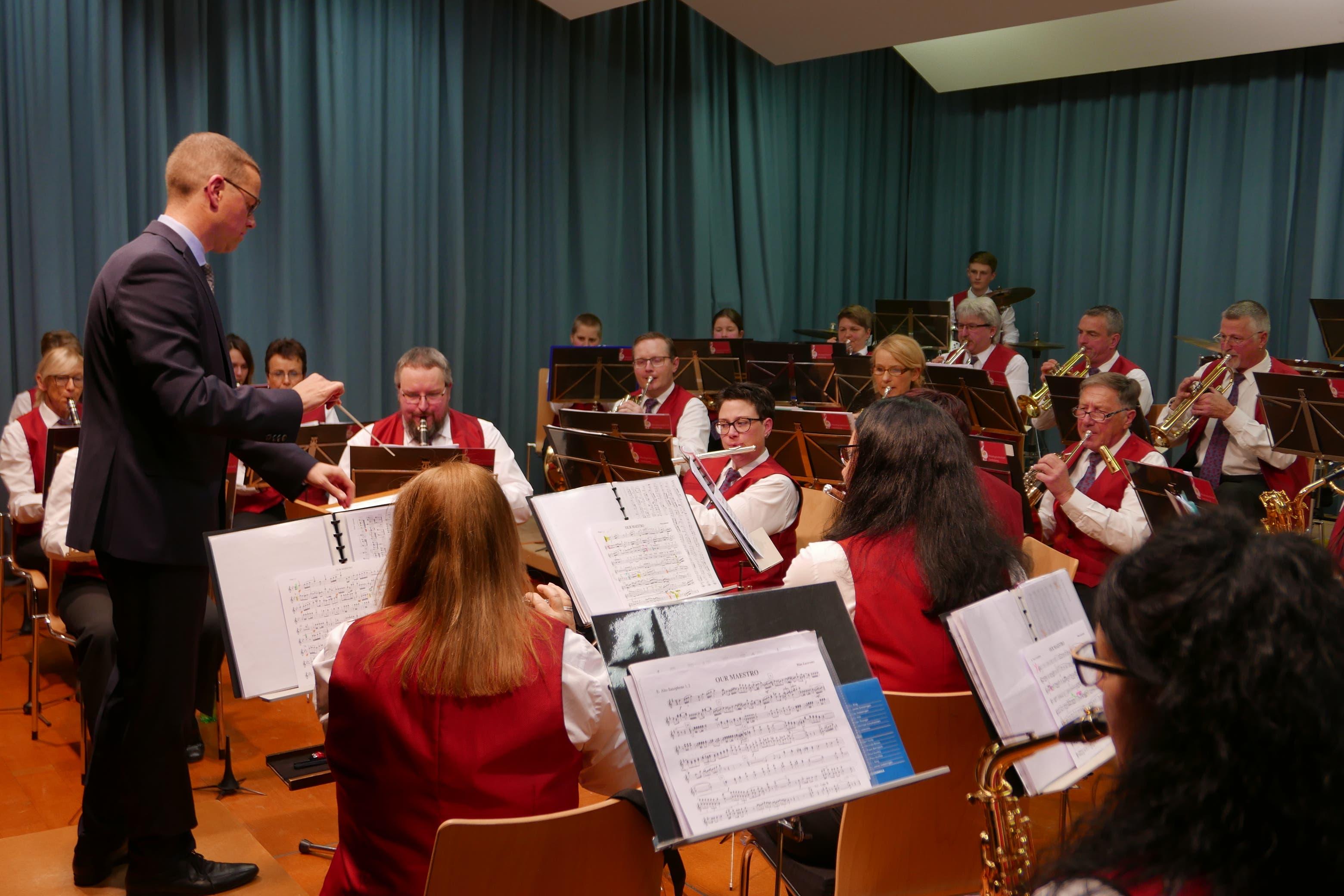 Das Korps der Musikgesellschaft Seelisberg in Aktion.