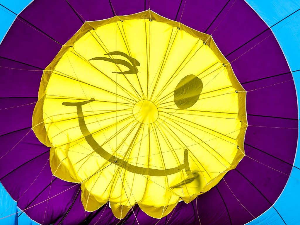 Heissluftballone in allen Formen und Farben fliegen derzeit im Waadtland durch die Lüfte.