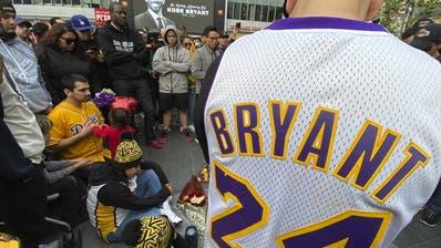 Fans trauern um Kobe Bryant (Keith Birmingham / AP)