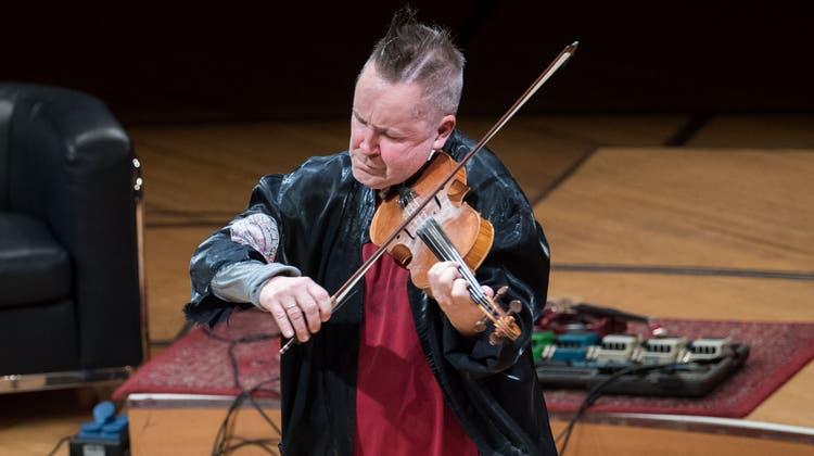 Nigel Kennedy im KKL, hier mit Cellistin Beata Urbanek-Kalinowska. (Eveline Beerkircher(26. Januar 2020))