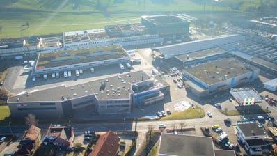 In der ehemaligen Halle der Grass-Lackiererei soll ein Lidl entstehen. Dafür wird davor nun die St.Gallerstrasse verbreitert. (Urs Bucher)