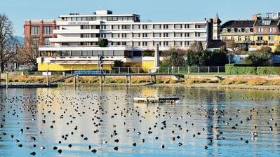 Aus dem Hotel Metropol soll eine Jugendherberge werden: Der Wunsch dürfte ein Wunsch bleiben. ((Bild: Max Eichenberger))