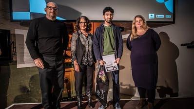Dejan Barac (zweitervon rechts) bei der Übergabe desNachwuchspreises Suissimage/SSA. (Bild: PD)