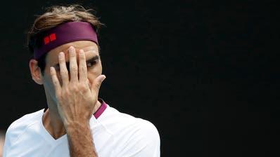 Roger Federer trifft in den Halbfinals der Australian Open auf Novak Djokovic. (Bild: Keystone)