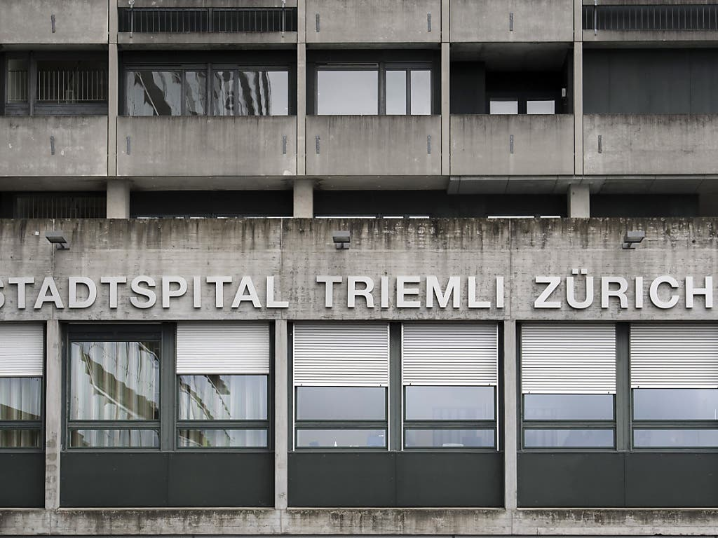 Negativer Befund am Zürcher Stadtspital Triemli: Zwei wegen Verdachts auf Coronavirus-Infektion getestete Patienten haben die Krankheit nicht.