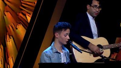 Im Duett: Remo Forrer und Pegasus-Frontman Noah Veraguth in der ersten Folge von «The Voice of Switzerland». (Bild: Screenshot 3+)