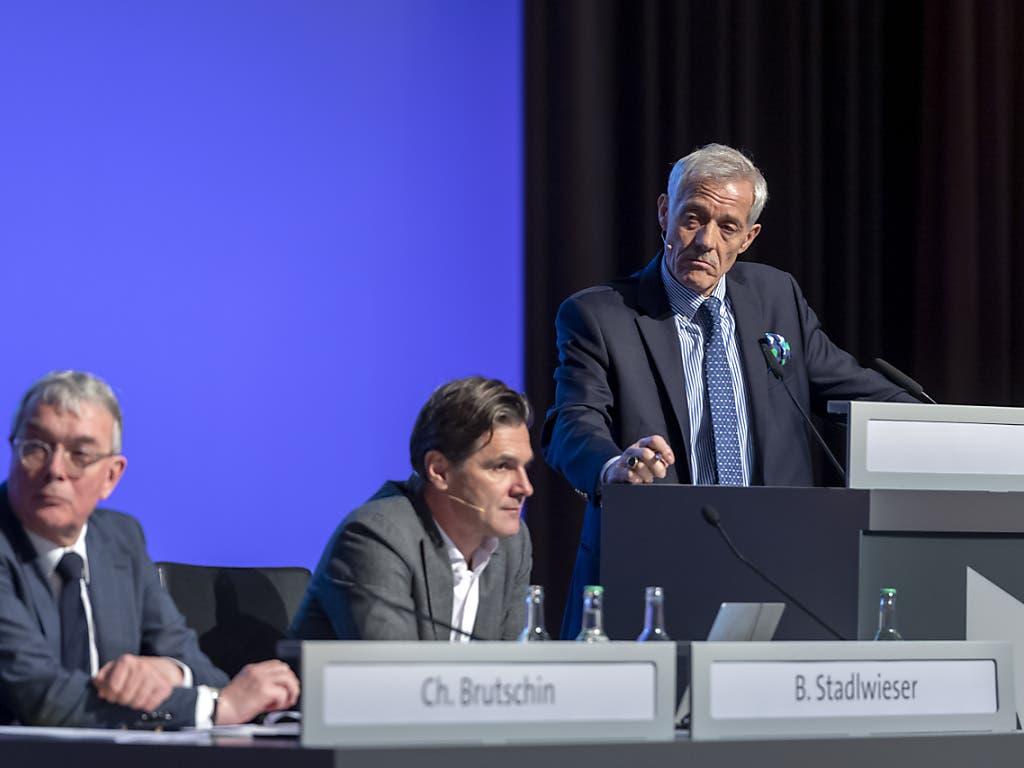 Der Verwaltungsrat und die Konzernleitung der MCH Group (mit dem Basler Regierungsrat Christoph Brutschin, CEO Bernd Stadlwieser und Verwaltungsratspräsident Ulrich Vischer) an der ausserordentlichen Generalversammlung.