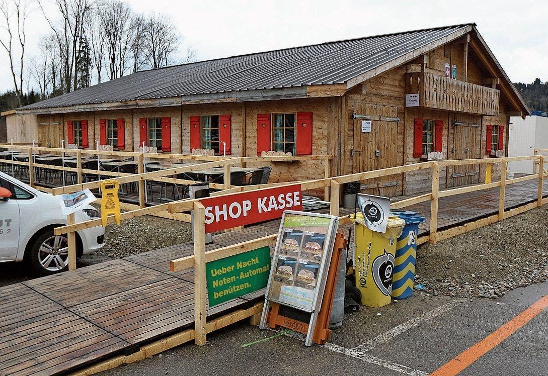Geöffnet: Restaurant, Shop und Kasse sind in einem Chalet untergebracht.