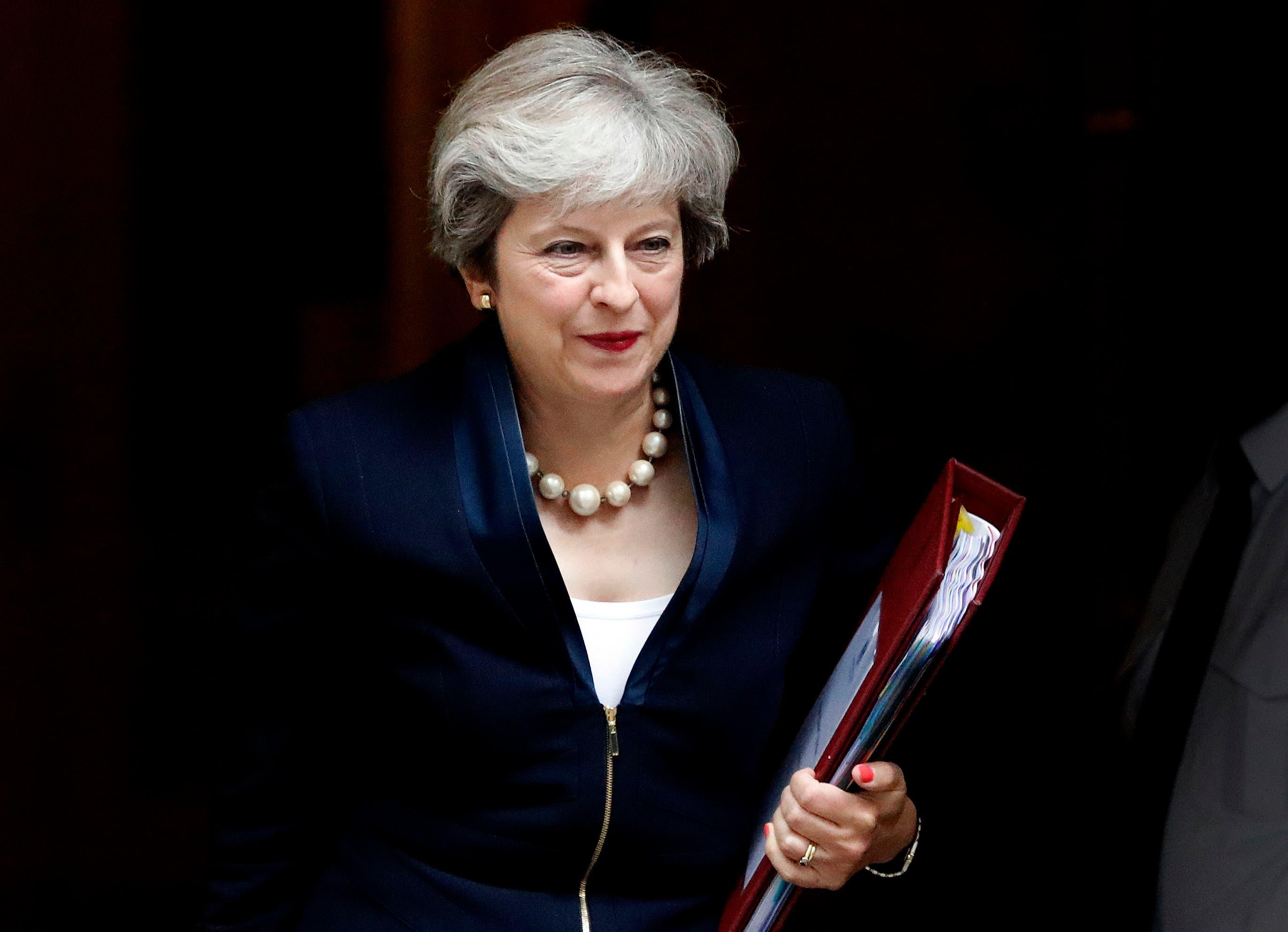 Juni 2016 - Januar 2017: Premierminister Cameron tritt zurück, Theresa May wird seine Nachfolgerin. Sie kündigt einen «harten Brexit» an. Das heisst: Grossbritannien soll den europäischen Binnenmarkt verlassen und kein volles Mitglied der Zollunion mehr sein.