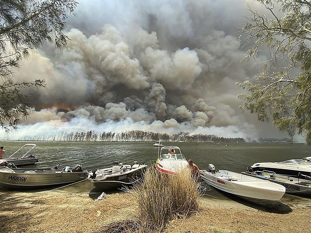 Waldbrand in der australischen Touristenregion am Lake Conjola.