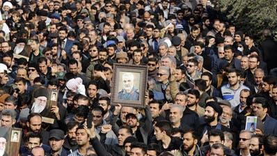 Der tödliche US-Angriff auf einen iranischen General bewegt im Iran die Massen – und verlangt Vermittlungsbemühungen der Schweiz. (Bild:Abedin Taherkenareh, EPA)