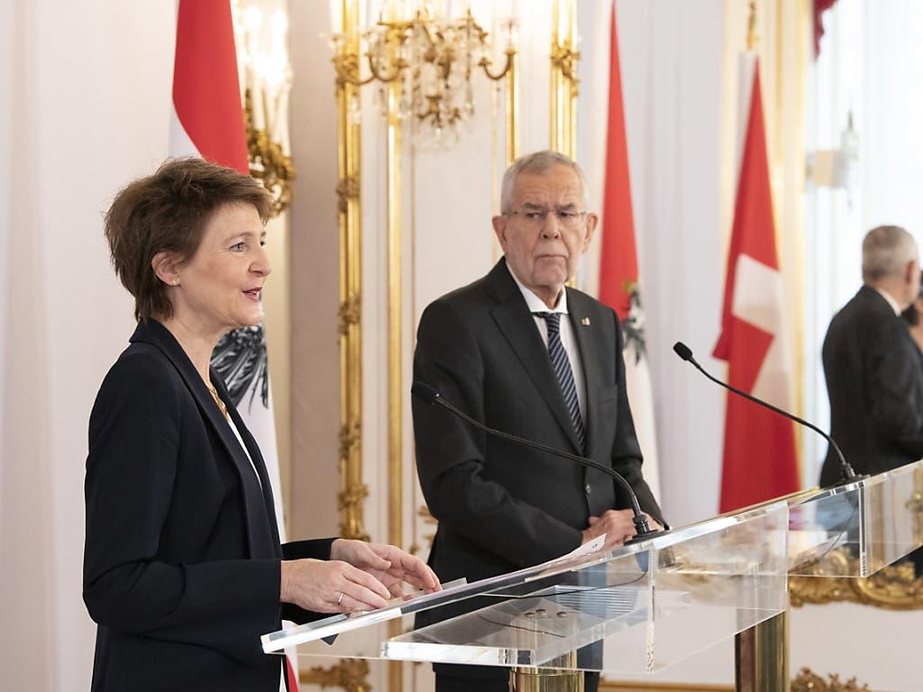 Vor den Medien betonten Bundespräsidentin Simonetta Sommaruga (l.) und Österreichs Bundespräsident Alexander Van der Bellen die Dringlichkeit des Klimaschutzes.