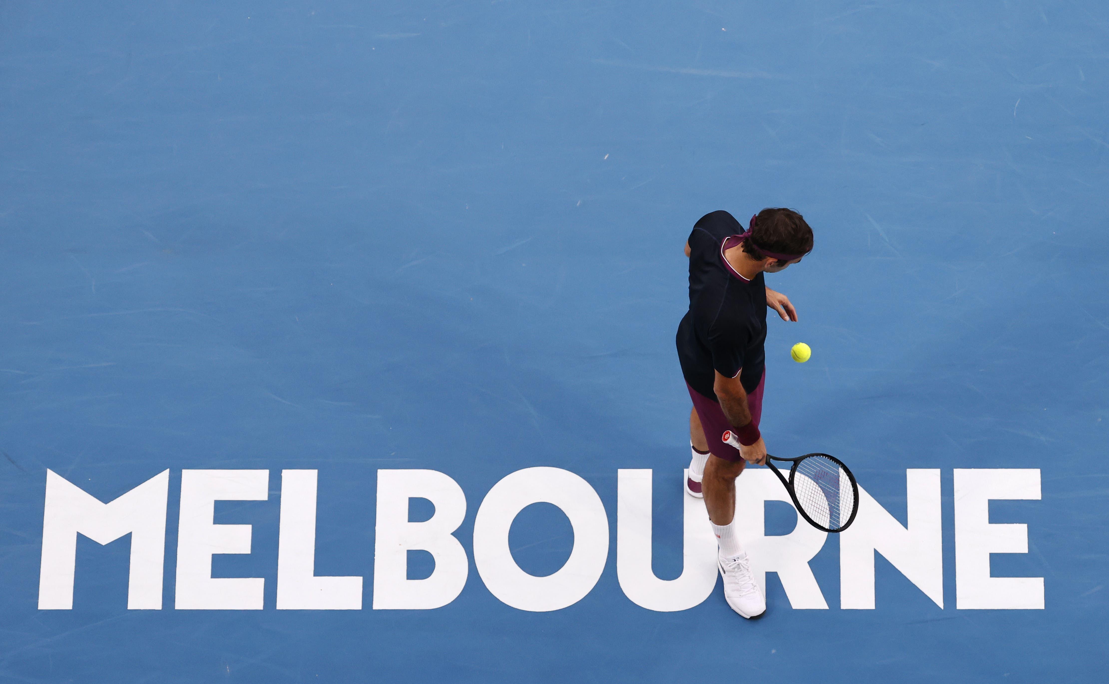 Roger Federer im Halbfinal des Australian Open in Melbourne gegen Novak Djokovic an.