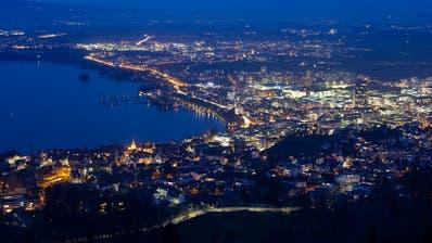 Die Stadt Zug in der Nacht. (Bild: Stefan Kaiser, Zug, 27. Januar 2020))