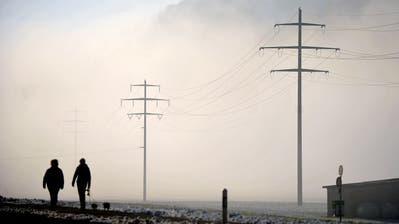 Strommasten fotografiert am 03. Dezember 2013 in Ennetmoos. Strom, Elektrizität (Corinne Glanzmann (neue Nz) / Neue Nidwaldner Zeitung)