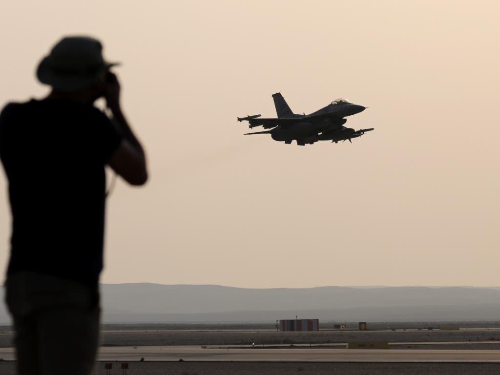 Im Irak kam es am Freitag (Ortszeit) erneut zu einem tödlichen Luftangriff auf Milizen.