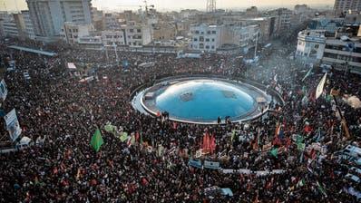 Zwei Millionen Iraner nahmen gestern an der Trauerfeier für den getöteten General Qassem Soleimani im Zentrum von Teheran teil. (Bild: Getty, Teheran, 6. Januar 2020))