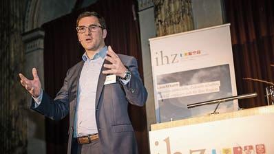 Der neue IHZ-Direktor Adrian Derungs am Neujahrsapéro im Hotel Schweizerhof. (Roger Grütter, Luzern, 6. Januar 2020)