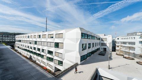 Die markante Antenne auf dem Dach der Universität Luzern, hier noch ohne 5G-Ausbau. (Bild: Roger Grütter, Luzern, 29. September 2017)