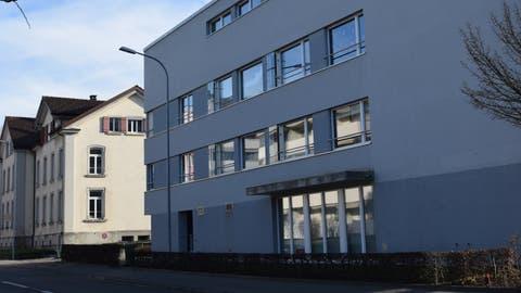 Neu und belebt: das Geschäfts- und Wohnhaus an der St.Gallerstrasse 62. (Tobias Söldi)