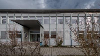 Pavillon 99 des SchulhausRuopigen. An dieser Stelle sollen Modulbautenzu stehen kommen. (Bild: Pius Amrein, Luzern, 7. Januar 2019)