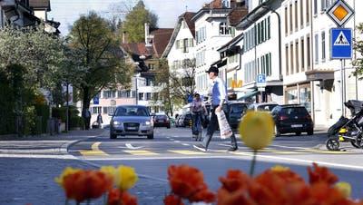 Auf der Grabenstrasse wurden Lärmmessungen gemacht.Im Bild Verkehr von Autos ist an Stosszeiten gross.19. April 2018Werner Schelbert (Zuger Zeitung) (Werner Schelbert (zuger Zeitung), Zuger Zeitung)