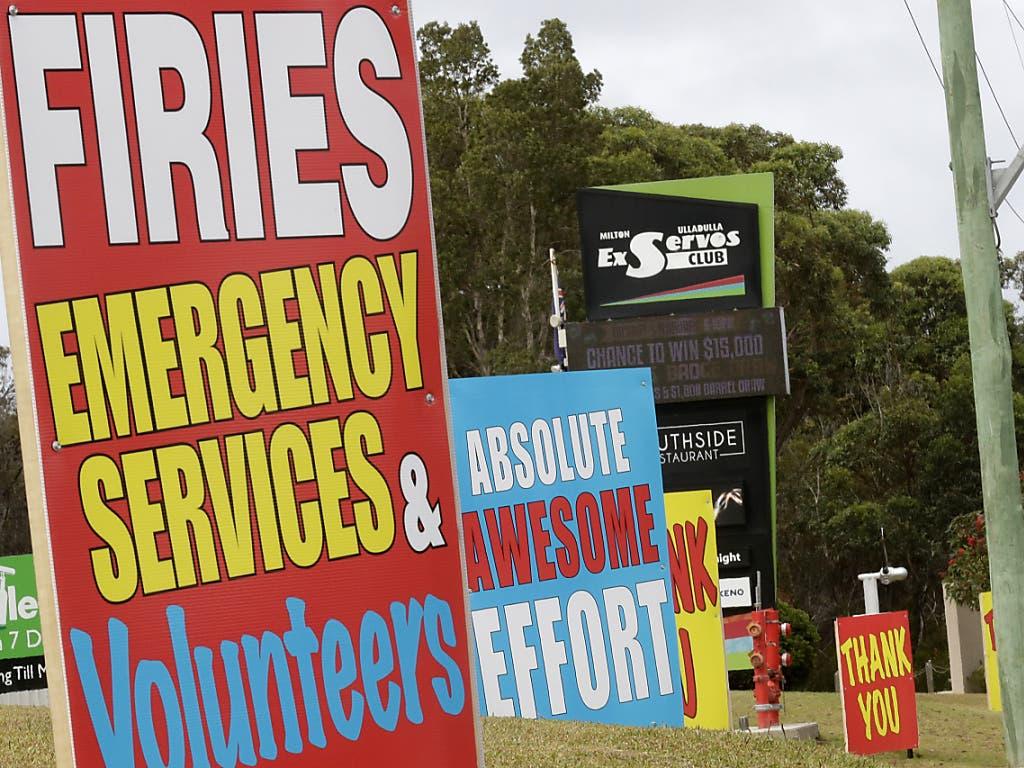 Die Dankbarkeit für den Einsatz der Feuerwehrleute ist riesig. Aber nach wochenlangen Einsätzen ist die Feuerwehr in den Brandgebieten am Rande ihrer Kräfte.