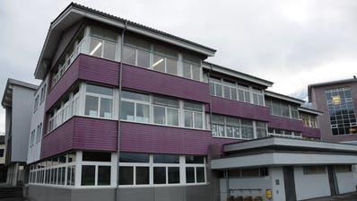 Das Schulhaus Dossen in Kerns. (Bild: OZ (10. November 2017))