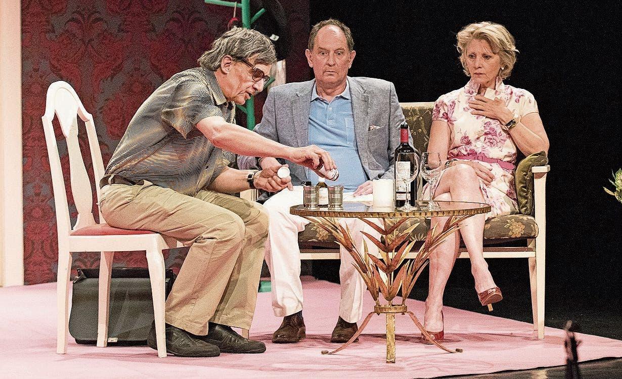 Zwei Plots im Vergleich: Ensemble und Handlung in «Die letzte Pointe» von Rolf Lyssy erinnern stark an...