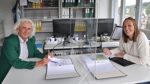 Einarbeitung hinter Plexiglas: Seit Anfang September hat Sabrina Steiger sukzessive die Leitung der Pro Senectute AR von Markus Gmür übernommen. (Alessia Pagani)