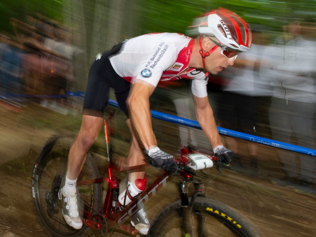 Nino Schurter macht in Tschechien Platz um Platz gut, in die Top 3 reicht es ihm aber nicht mehr