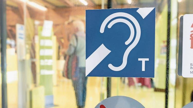 Viele foutieren sich um Höranlagen - Wie hörbehindertengerecht sind öffentliche Räume im Baselbiet?