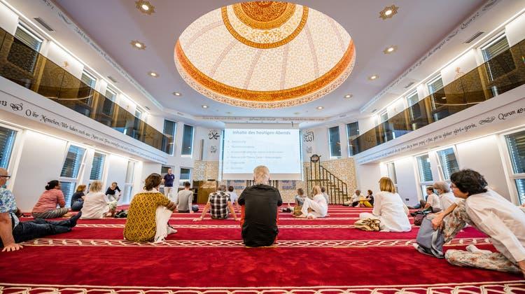 Rundgang in der Moschee «Ebu Hanife»: «Wir möchten ein Teil von Grenchen sein»
