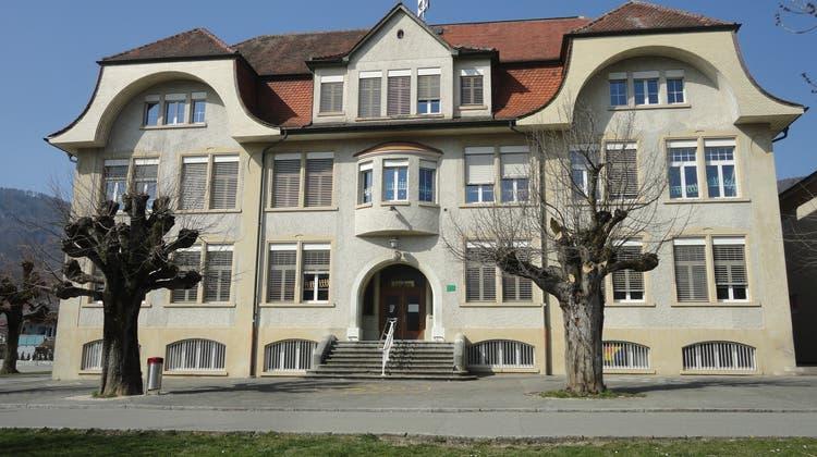 Gemeinderat vergibt Arbeiten für Schulhaus Linden und Vorstadtstrasse und sagt Bundesfeier ab