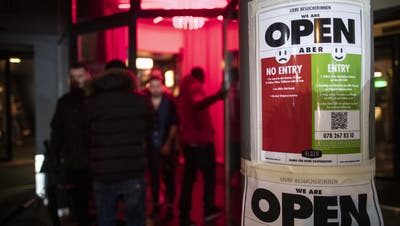 Erneut müssen Hunderte Club-Gäste im Kanton Bern in Quarantäne. (Symbolbild) (Keystone)